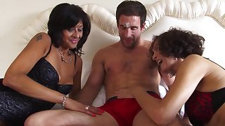 Homemade interracial threesome back matures India Fox and Sonia Rox