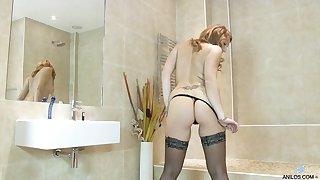 Horny solo MILF Ava Austen masturbates exceeding last out floor