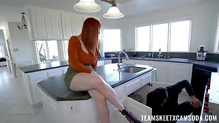 Red-haired MILF Lauren Phillips treats a boy to her lady bits