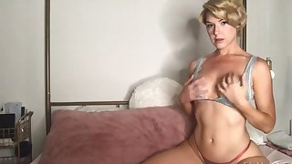 Webcam babe Kit Mercer is playing with her favorite glass plaything