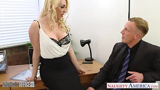 Sex-cretary Victoria Summers gives her admirer and gets fucked relevant on the top of the table