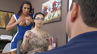 Hairdresser tempts customer's spouse for fucky-fucky