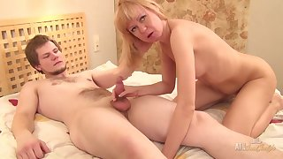 Hairy Mother I´d Like To Fuck Is Shagged Off out of one's mind Say no to Younger Lover