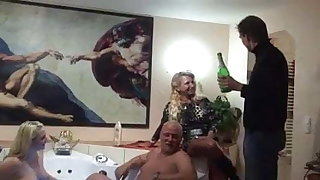 Mature libertines orgy - Geiler Paerchentausch - multiple Orgasmen!