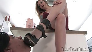 Dominant cash-drawer in high heels Hades treats her submissive clothes-horse like shit