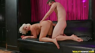 Super fat ass on a cock riding blonde female parent