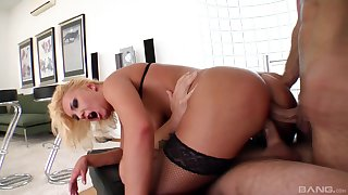 Pleasant surprise be advantageous to the hot wife via her first threesome
