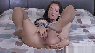 Cutie Step-Mama Olivia Bell Gives Handjob In agreement Touching Step lady