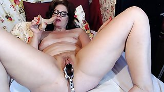 Full-grown Dominika old pussy gaping and manhandle