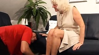 Small youngster banged By An mature chum